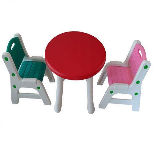میزگرد و صندلی نیمکتی